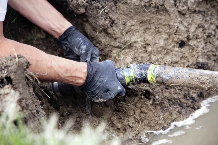 Repairing-a-Broken-Pipe-000043622364_Large